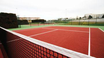 Terrains de tennis situé sur le complexe sportif des Aiguillettes